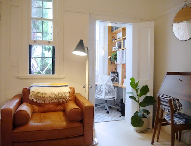 Leafy terrace apartment with pool, near Newtown - Stanmore - Appartement