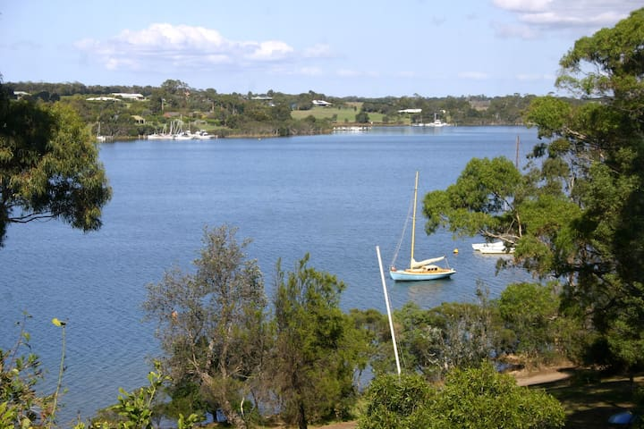 Large lakeside house with own jetty - Paynesville - Hus