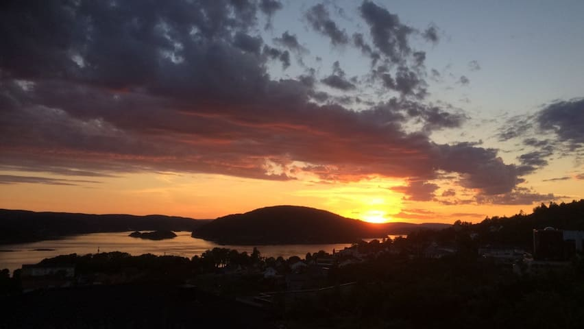 A guestroom with a view. 5 min walk from downtown. - Drøbak - Hus