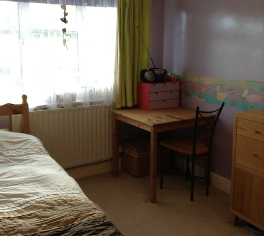 Convenient and comfortable, with private bathroom - Rickmansworth - Hus
