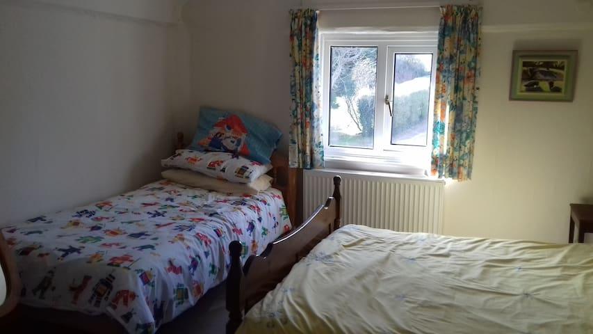 Ensuite double bed plus single bed - Kent