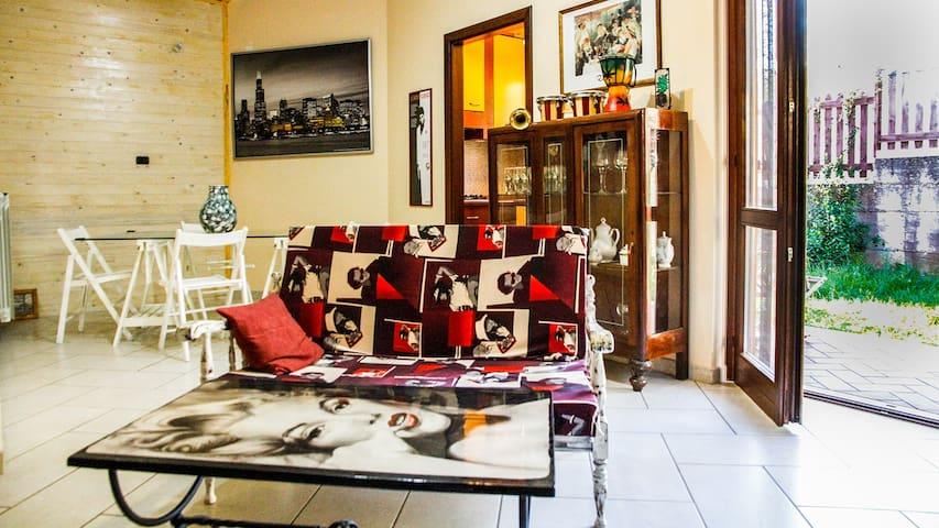 """VINTAGE HOUSE""- BILOCALE CON  SPLENDIDO GIARDINO - Arienzo - Bed & Breakfast"
