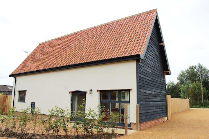 4* GOLD Beautiful Renovated Barn - Sleeps 4 - Brome