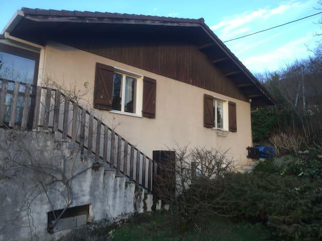 Maison de campagne - La Bridoire - Huis