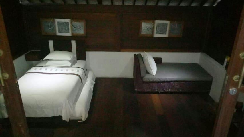 Tropica Shipwreck -  Reef Room (fan room) - Nusapenida - Гестхаус