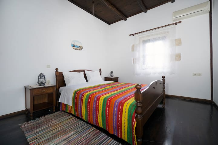 SPRING OFFER-Traditional Decorated 2-Bedroom Home! - Kokkino Chorio - Casa