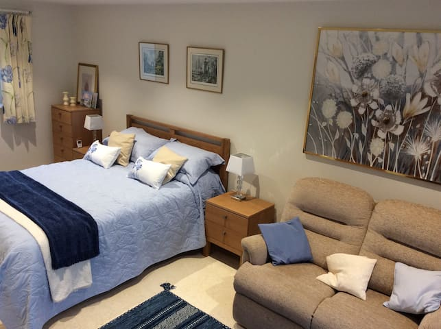 A bed sitting room with a stunning view - Clevedon
