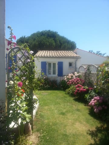 Petite maison dans un joli jardin - Dolus-d'Oléron - Domek gościnny