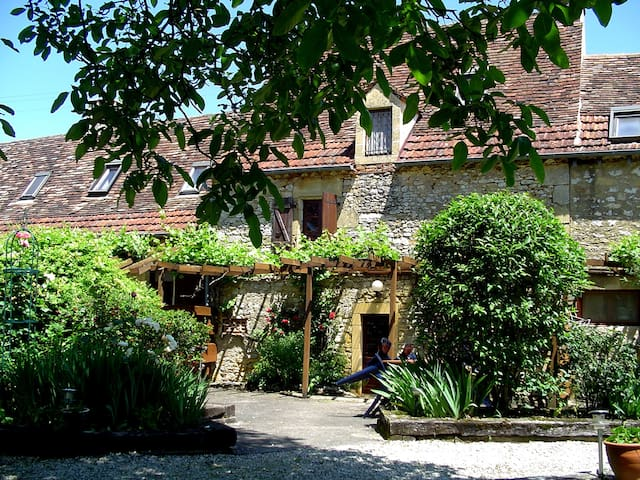 Beautiful stone cottage in the Dordogne valley - Nadaillac-de-Rouge - Hus