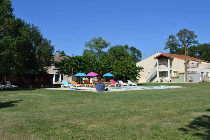Gîte with heated swimming pool. - Saint-Papoul - Ev