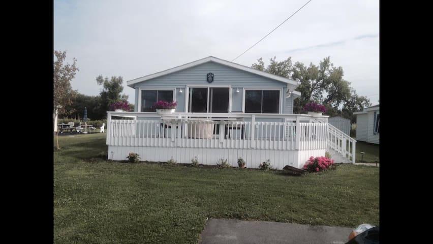 Summer home on Morgias Beach - Sackets Harbor - Hus