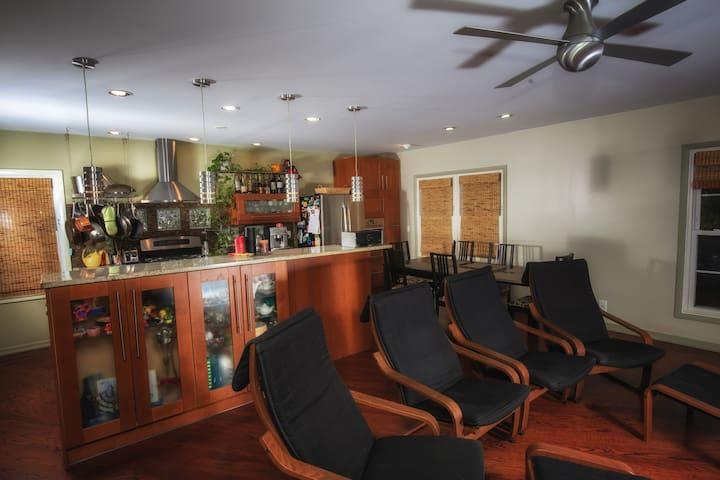 Modern, cozy private room and bath, recent rehab - Buffalo Grove - Haus