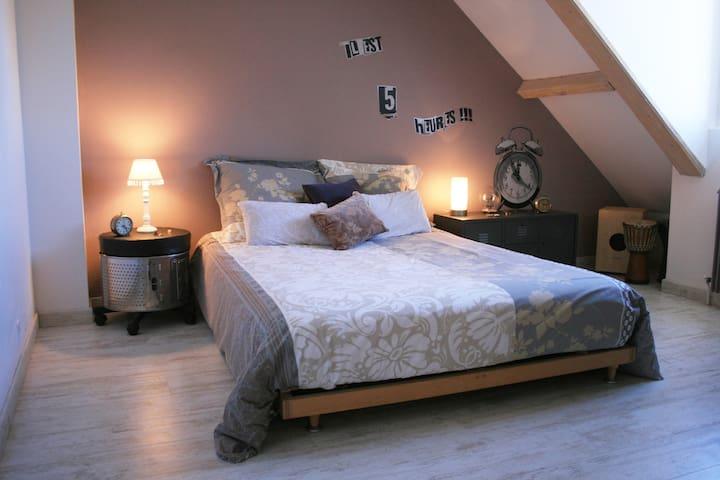 Une chambre à la campagne - Cosnac