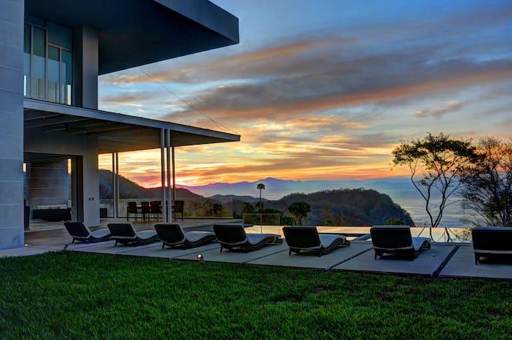 Lavish Villa! Infinity Pool & Concierge Service! - Villa