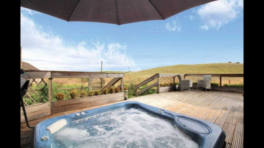 Hot Tub with views private room with bathroom gym - Falkirk - Hus