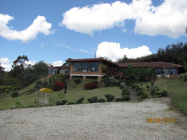 Casa Campestre Abadengo, excelente ubicación! - Rionegro - Huis