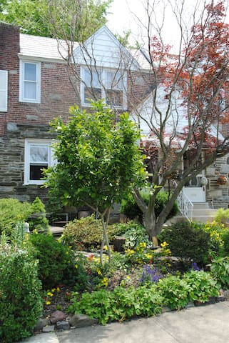 Long Term Stay in a Charming Townhouse - Upper Darby - Hus