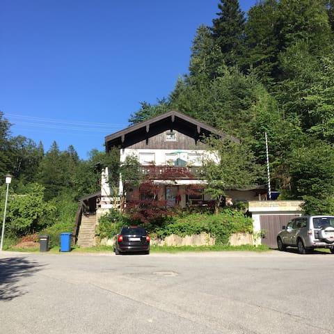 Großzügige Wohnung am Waldrand - Tegernsee - Hus