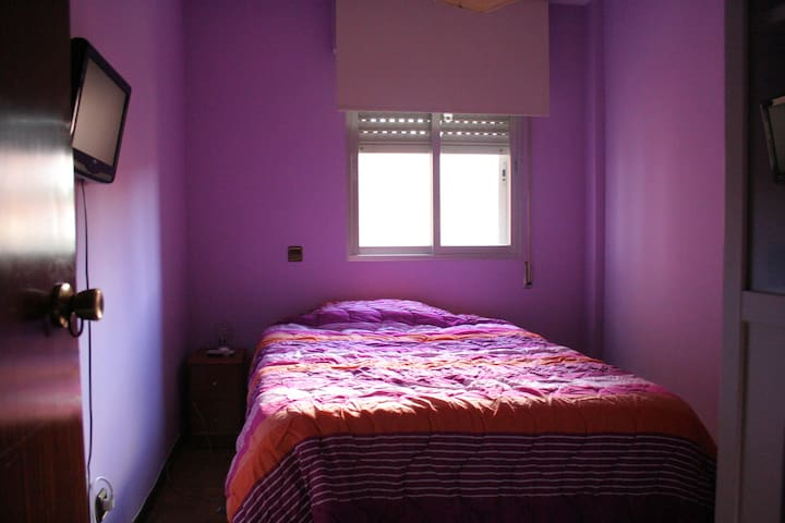Quiet family bedroom next to metro - Rivas-Vaciamadrid