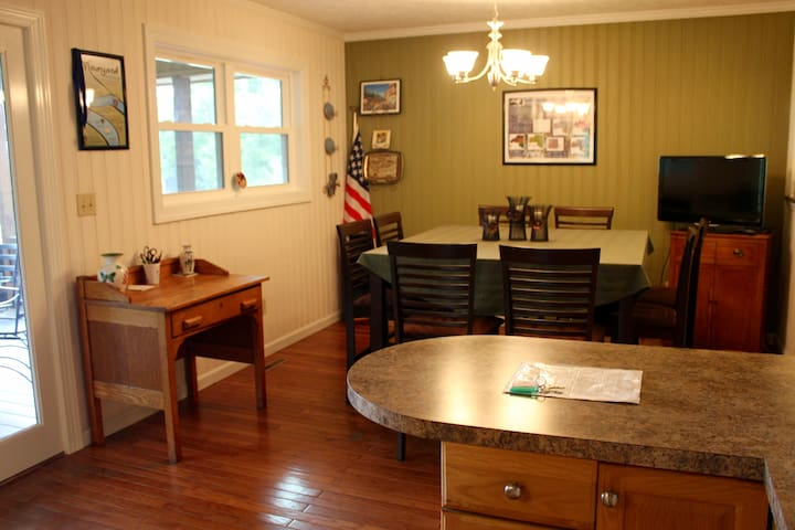 Dog Friendly Vacation Cabin at Winery and Vineyard - Mount Airy