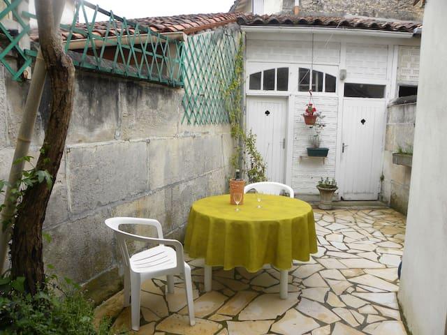 Maison prés du centre de Cognac - Cognac - Casa