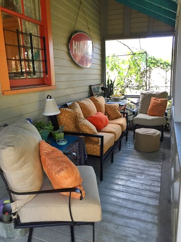 Cozy Bywater Cottage & Swanky Porch - Nueva Orleans - Bed & Breakfast