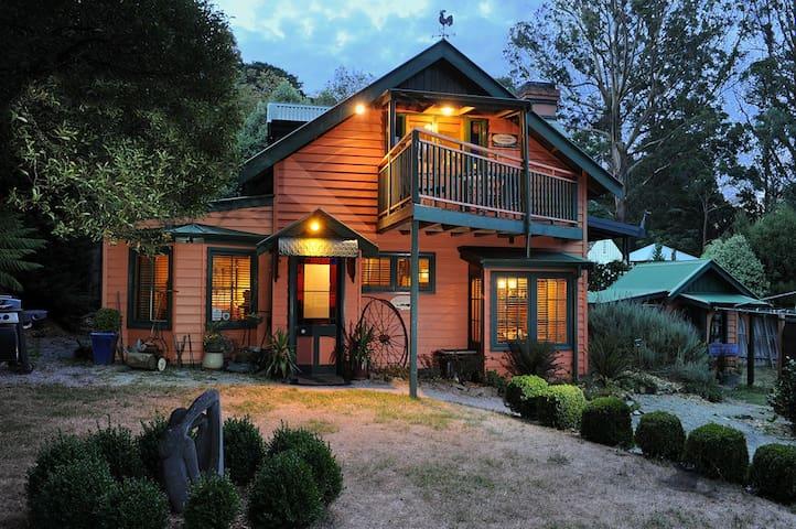 2 Bedroom Lavender spa @comocottages - Olinda - Casa