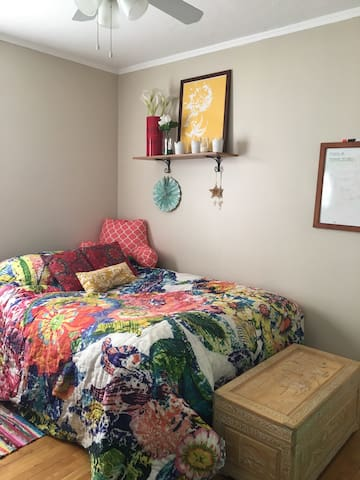 Charming & cozy bedroom w/parking space - Worcester - Departamento