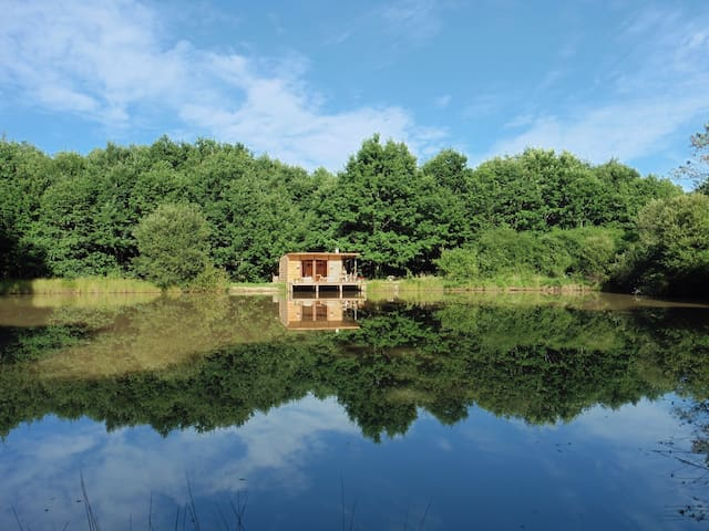 Cabin for 2 on the water - Saint-Géraud-de-Corps, France