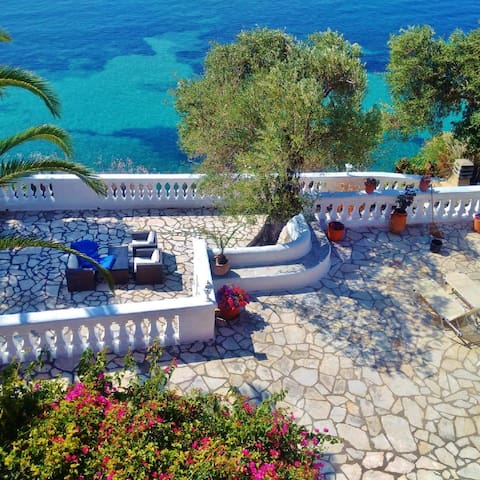 Gerekos Villa & its private beach - Corfu - Huis