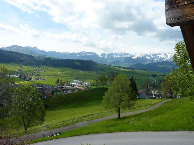 Traumsicht im Appenzellerland - der Alpstein lockt - Gais - Huoneisto