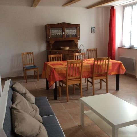 Appartement spacieux avec terrasse - Talairan - Daire