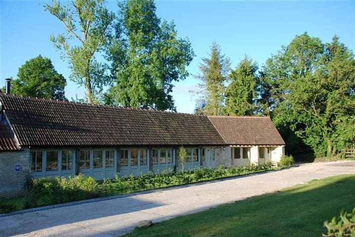 The Pantiles Barn, Stunning!! - Doughton - Casa