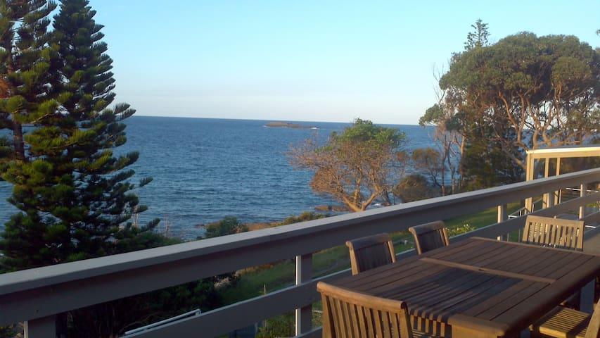 Ocean Views Forever - Malua Bay - Hus