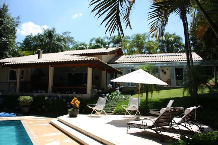 Casa aconchegante em Cond. Veleiros de Ibiuna - Ibiúna - Zomerhuis/Cottage