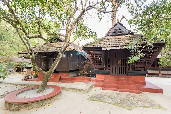 Private room in a 300 year old house near Marari - Mararikkulam North - Bed & Breakfast