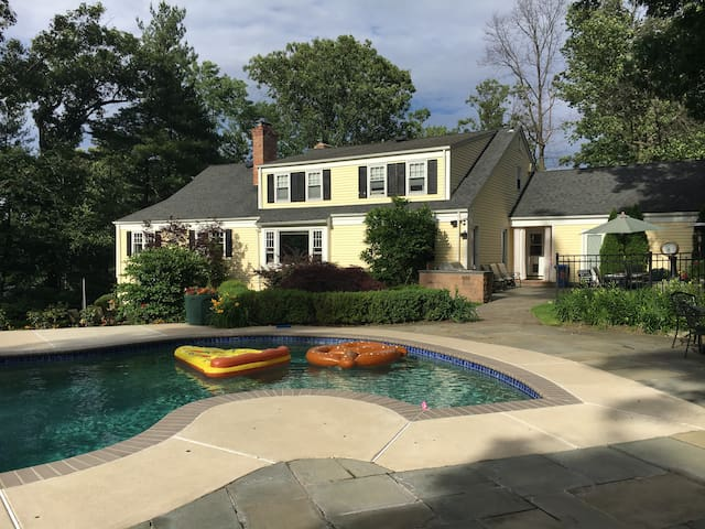 5 minutes to PGA - Private Home with Pool! - Summit