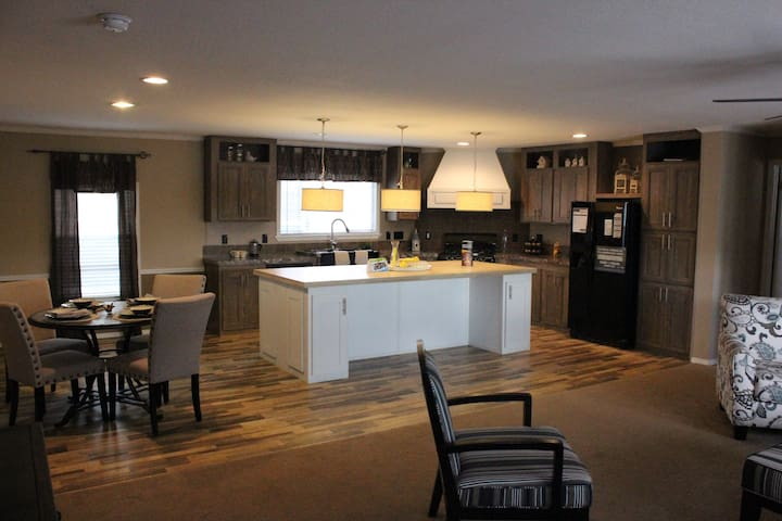 Brand NEW, Modern home at LAKE MCCAUGHTY - Ogallala - Casa