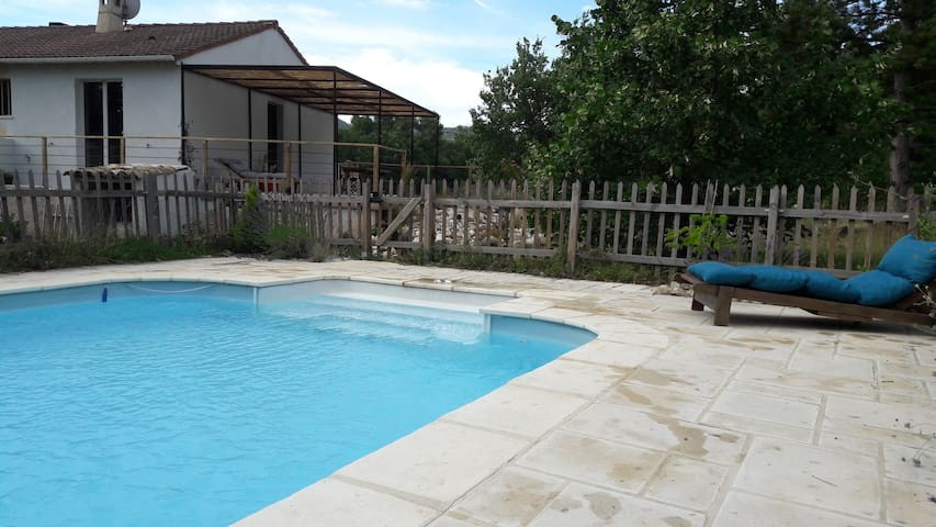 Top spacious villa with pool, surrounded by natur - Mirabeau - Villa