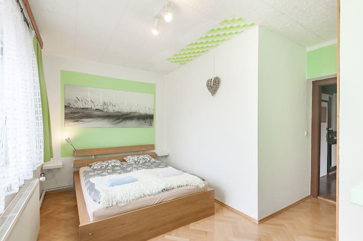 Romantic sunny apartment with terrace and garden - Prague - Villa