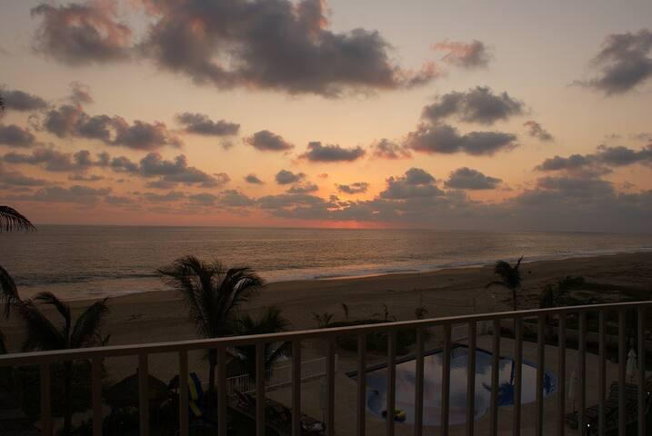 Beach Condo /Condo de Playa en Pie de la Cuesta - Acapulco