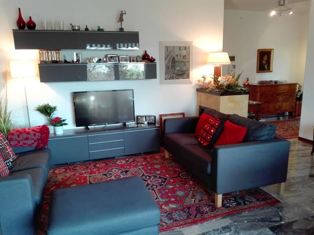 single room w/ private bath 10 min from the centar - Padua - Daire