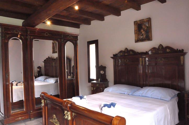 BB CASA SASSOLO 1713 CAMERA LAVANDA - Calderino - Bed & Breakfast