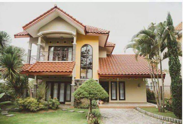 Beautiful and family freindly villa in Batu. - Batu - Villa