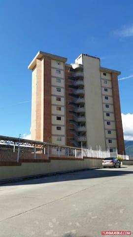 Habitacion espaciosa e iluminada - Caracas - Departamento