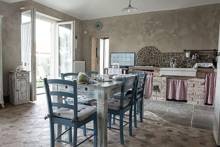 Splendida casa rustica nel Monferrato Astigiano - Camerano Casasco