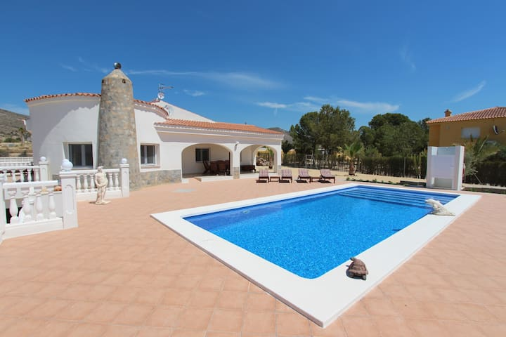 Villa with private swimming pool and coast views! - Mutxamel - Villa