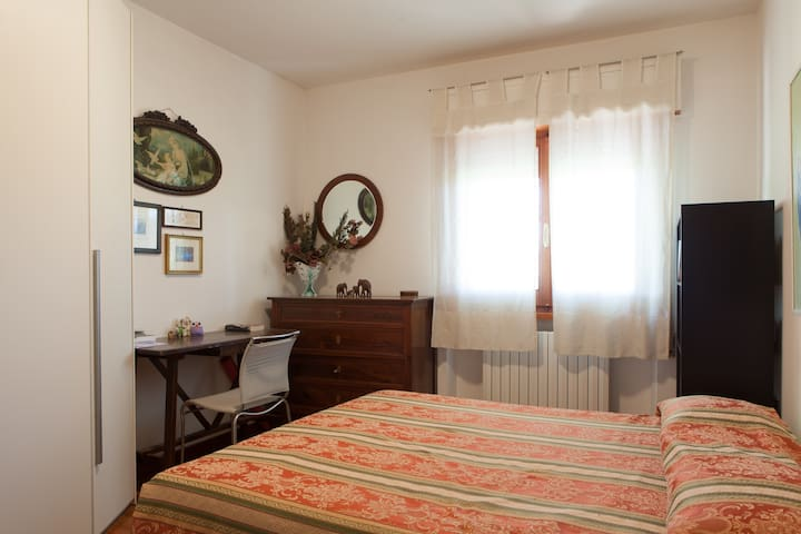 Peaceful and bright double room - Foligno - 獨棟