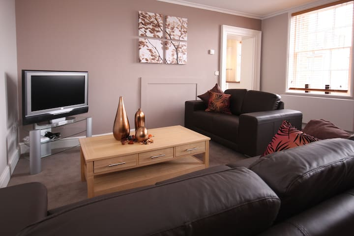 MH Fully Serviced Apartment, Free Wi-Fi, SKY - Wokingham - Квартира