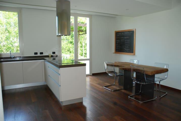 Old Black Balsamic B&B Orange Room - San Cesario sul Panaro - Huis
